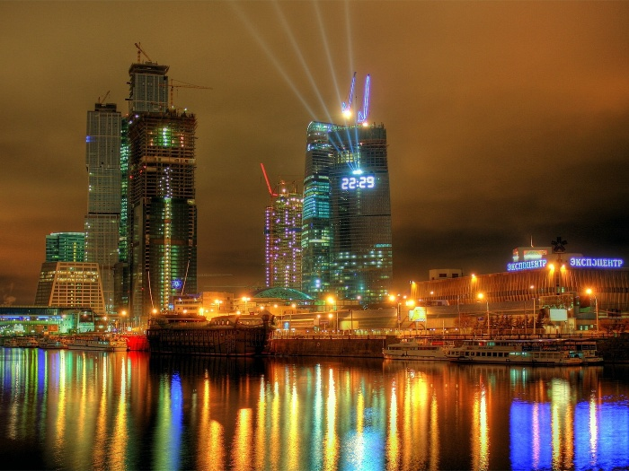 Click to enlarge image middle_moscow_river_night.jpg